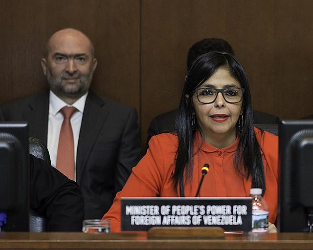 """""""Alertamos à comunidade internacional que não se deixe enganar sob a falsa máscara de que não se quer agredir a Venezuela"""", disse Rodríguez"""