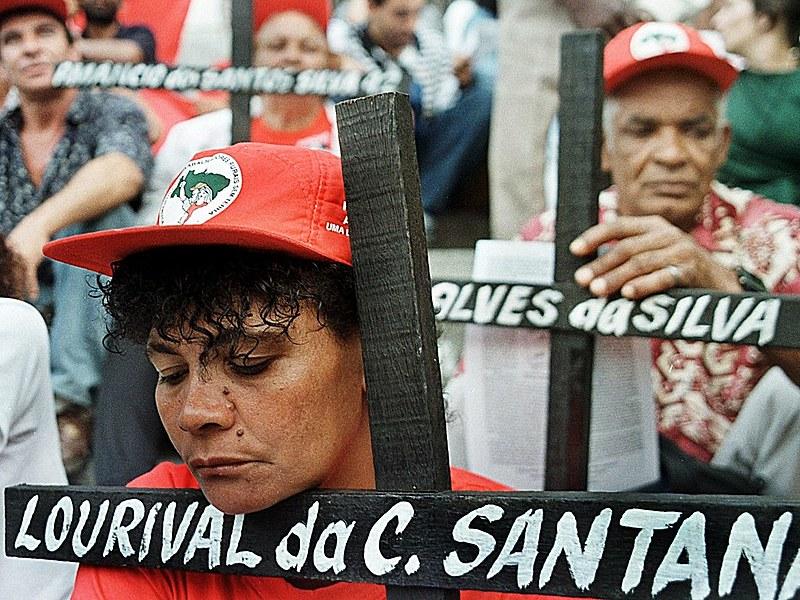 21 trabalhadores rurais sem-terra foram assassinado em Eldorado dos Carajás em 17 de abril de 1996