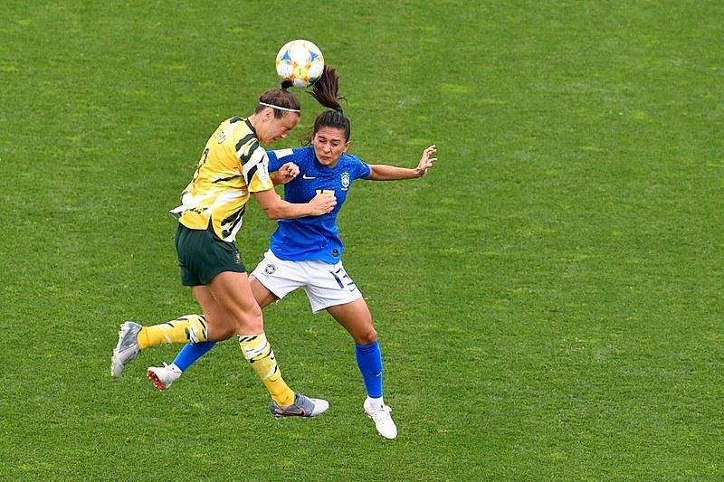 Australianas venceram a primeira na Copa do Mundo da França. A definição do grupo C ficou para a última rodada, na próxima terça-feira (18)