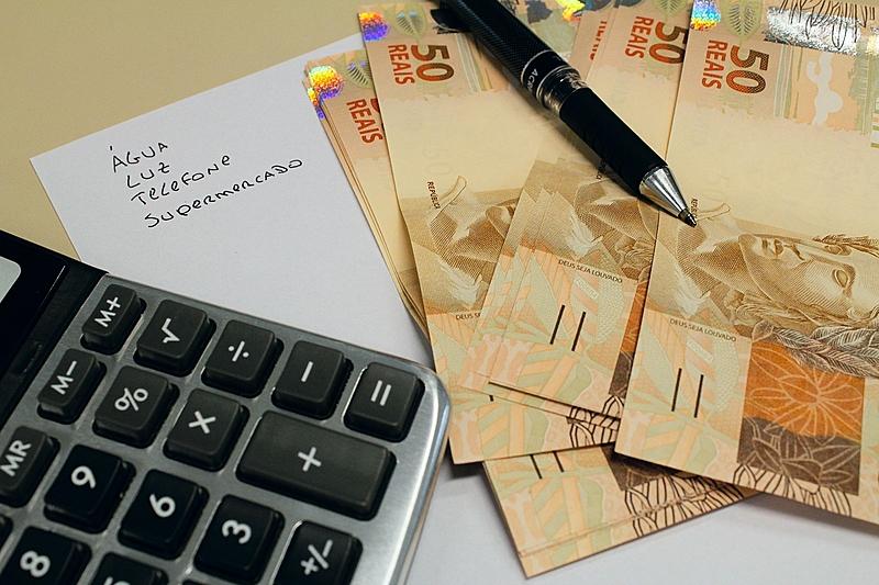 dinheiro impostos