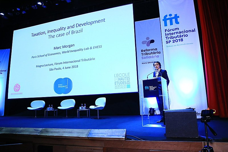 Marc Morgan Milá durante sua participação no Fórum Internacional Tributário