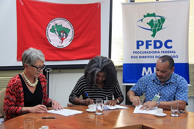 Assinatura de termo de cooperação ocorreu em Brasília (DF) em meio a contexto de avanço conservador e criminalização da luta popular
