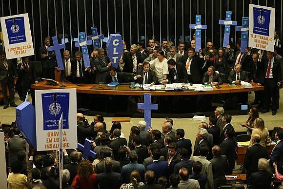 O relatório do senador Ferraço (PSDB-ES) acabou de ser aprovado pela Comissão de Assuntos Econômicos do Senado.