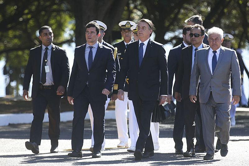 Moro ao lado d Bolsonaro durante cerimônia em Brasília