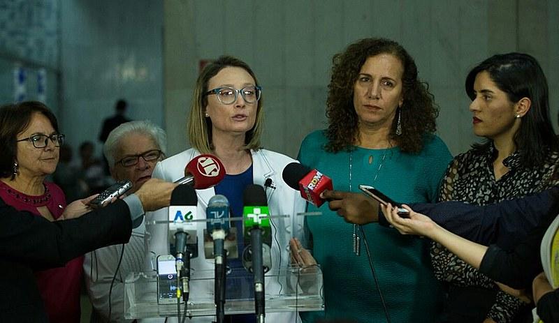 Maria do Rosário esteve acompanhada de outras deputadas que a apoiaram no processo