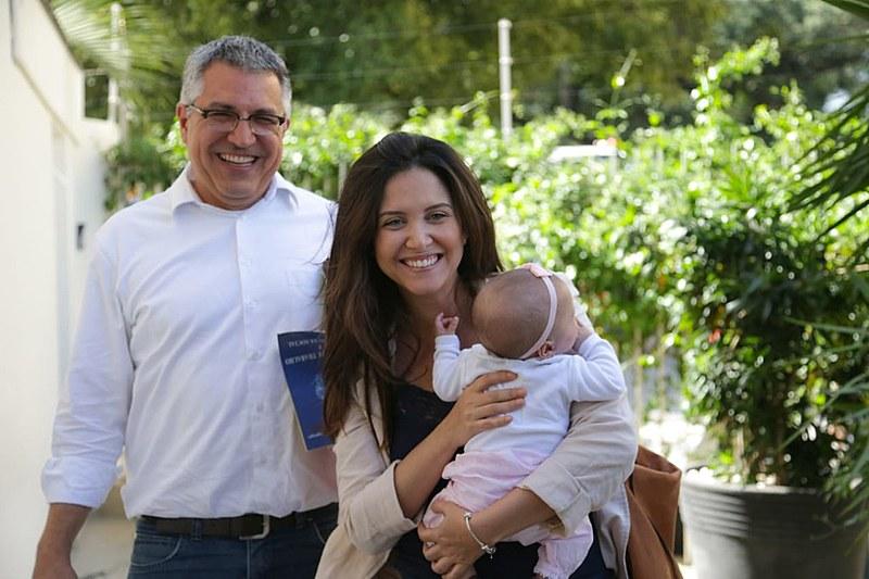 Padilha, Thássia e a filha Melissa, cujo nascimento foi alvo de relato mentiroso da revista semanal