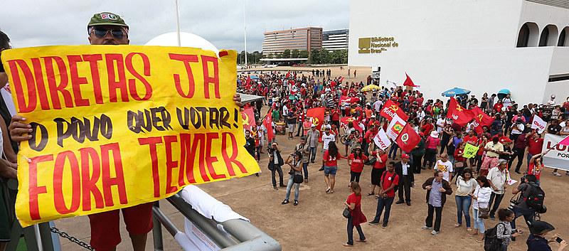 Manifestação fora Temer e diretas já no museu da república em Brasília