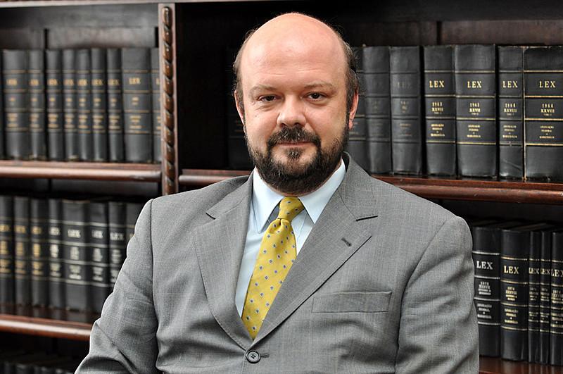 """""""Antecipo que, por maiores ajustes que consigamos fazer, um corte de 30% inviabiliza o funcionamento da universidade"""", disse Fonseca"""