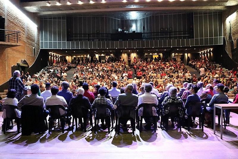 """Durante lançamento de """"Plano Popular de Emergência"""", na PUC-SP, representantes de movimentos populares, sindicais e religiosos discursaram"""