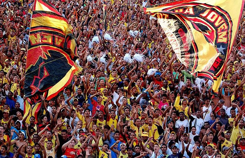 Decisão judicial baniu a Torcida Jovem do Sport dos estádios.