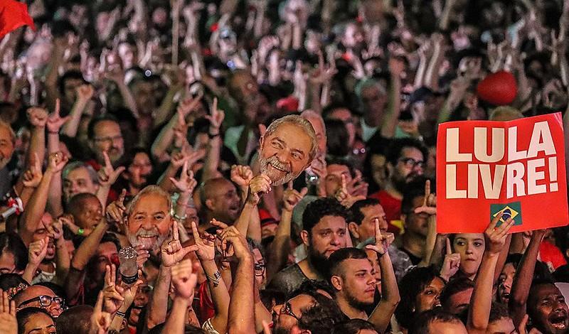 A decisão de transferir Lula para São Paulo foi anunciada nesta quarta-feira