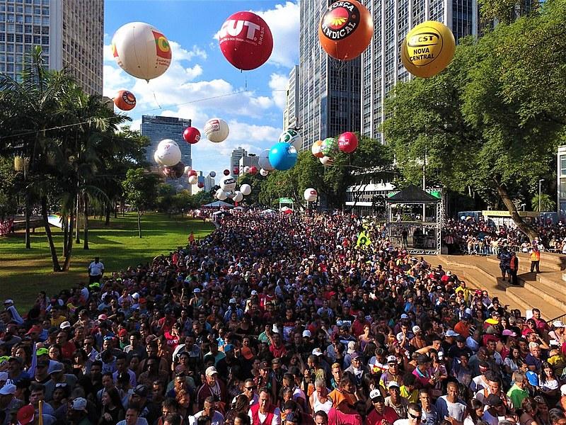 Feriado em São Paulo (SP) teve atrações musiciais e protestos contra o governo Bolsonaro