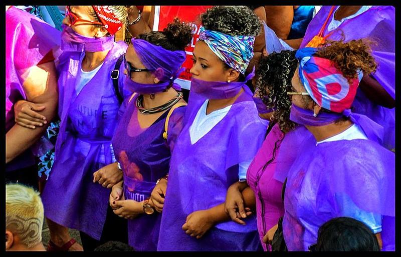 Mulheres protestam no Centro de João Pesso