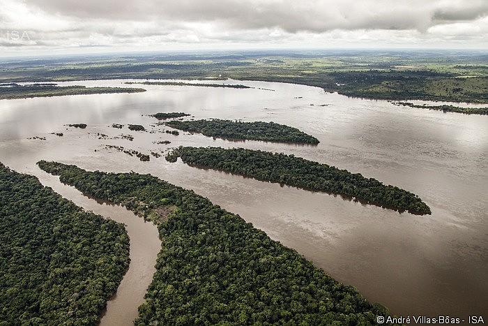 Rio Xingu, próximo ao canteiro de obras da Usina Hidrelétrica de Belo Monte em Altamira, no estado do Pará
