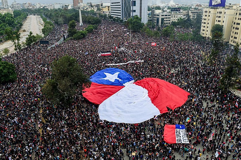 Plebiscito realizado neste domingo (25) no Chile é fruto da massiva mobilização popular realizada em outubro de 2019