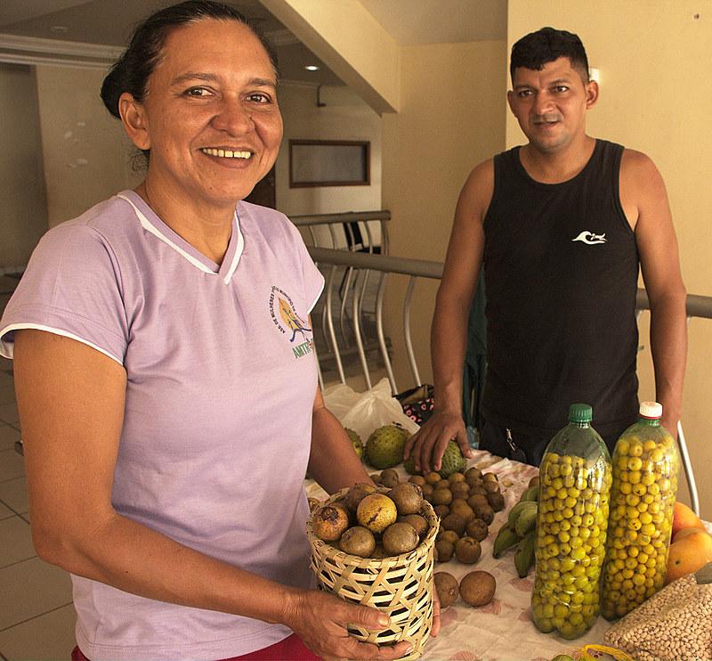 Ivete Bastos, agricultora e militante da agroecologia, tem um carinho especial pelo mucajá