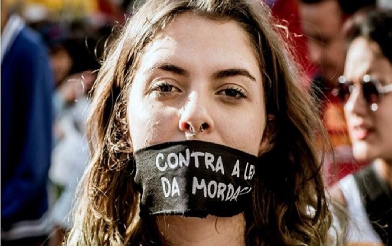 """Os projetos de """"Escola sem Partido"""" eliminam o debate ideológico em sala de aula e a liberdade de expressão"""