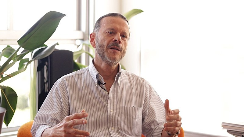 """""""Ausênciado BNDES se traduz em uma taxa de crescimento mixa"""", afirma Luciano Coutinho, ex-presidente do banco."""