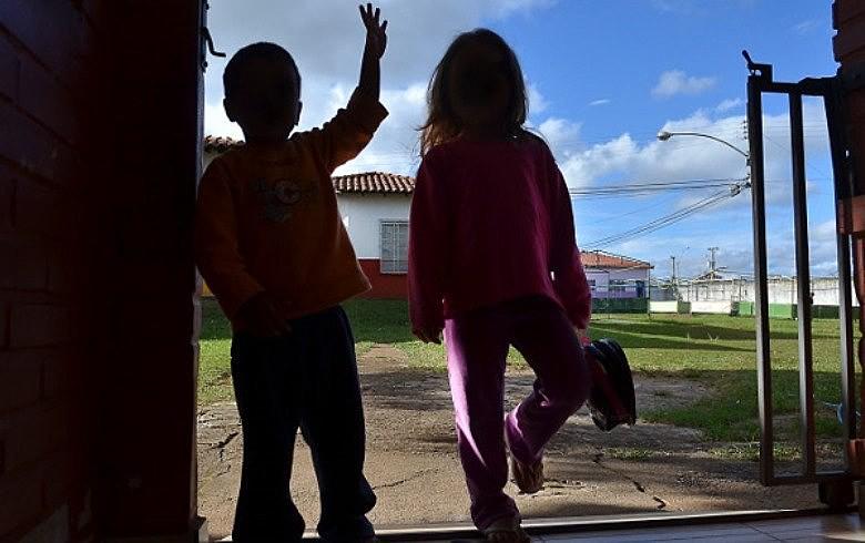 """""""Muitos dos pais querem a guarda para não pagar pensão e quando conseguem mudam de cidade"""", diz mãe"""