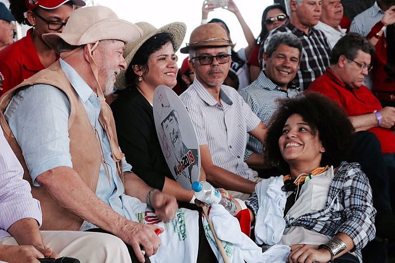 Agricultores e agricultoras realizaram um ato, em Feira de Santana (BA), pela agricultura familiar durante caravana de Lula pelo Nordeste