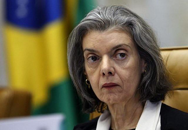 Ministra Cármen Lúcia, presidenta do STF, está sob tensão para recolocar o tema em pauta