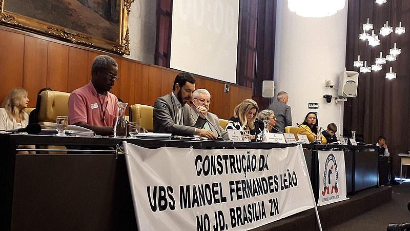 Daniel Simões, chefe de gabinete da SMS, respondeu a questionamentos, mas se irritou com reclamações