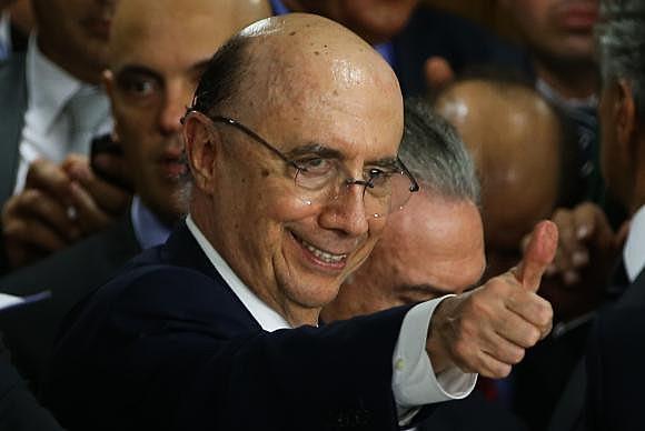 Aposentado do Banco de Boston e Ministro da Fazenda, Henrique Meirelles, entra em cena para chantagear e ameaçar o país