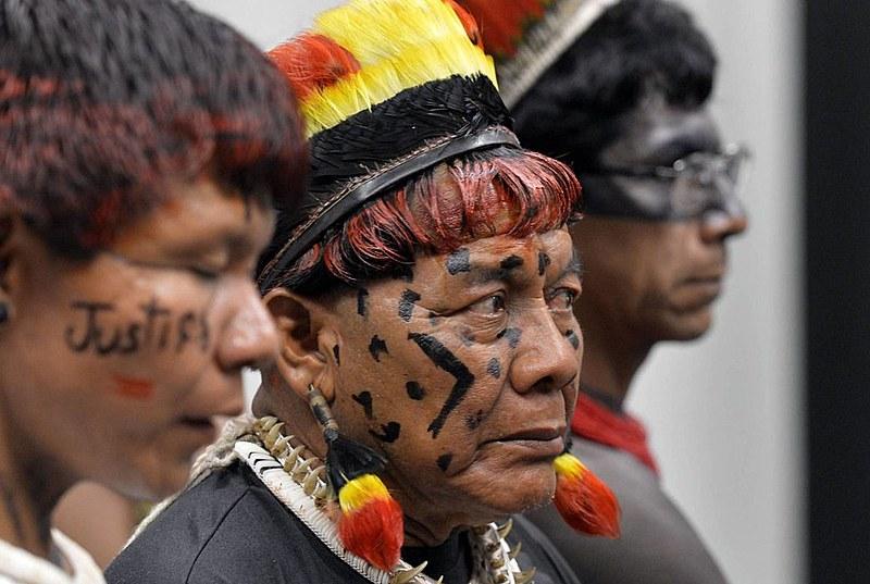 A Constituição de 1988 estabeleceu que os territórios indígenas no Brasil fossem demarcados pelo governo federal em até cinco anos