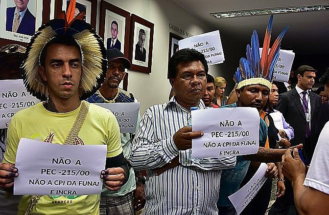 Indígenas protestam contra a CPI da Funai
