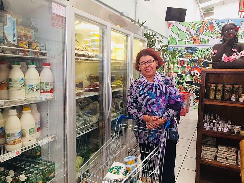 """Maria do Socorro é frequentadora assídua do Armazém do Campo: """"Além da qualidade dos produtos orgânicos é bom fortalecer a luta do MST"""""""