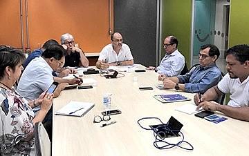 Reunião de representantes de centrais no Dieese, na semana passada: objetivo é identificar caminhos convergentes