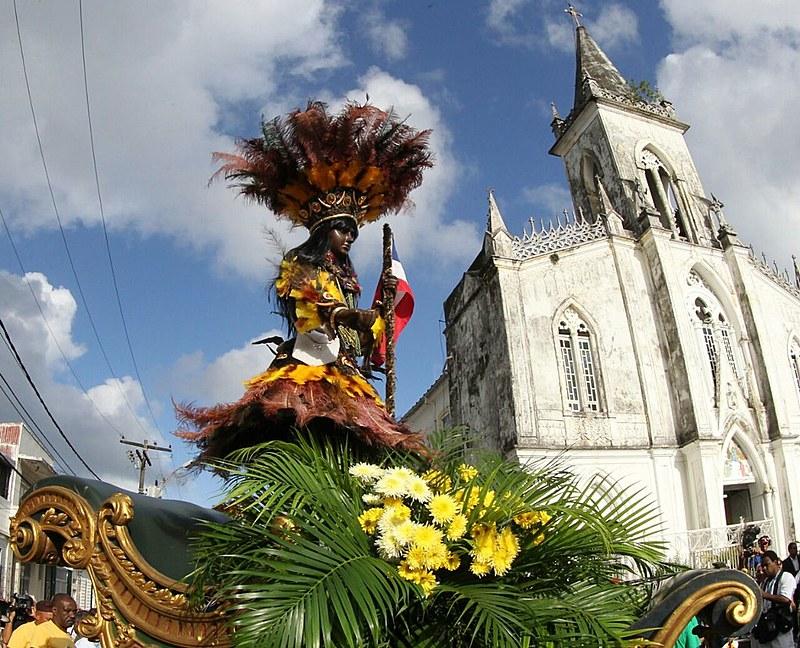 Cortejo passa pelas ruas de Salvador, na comemoração do Dois de Julho