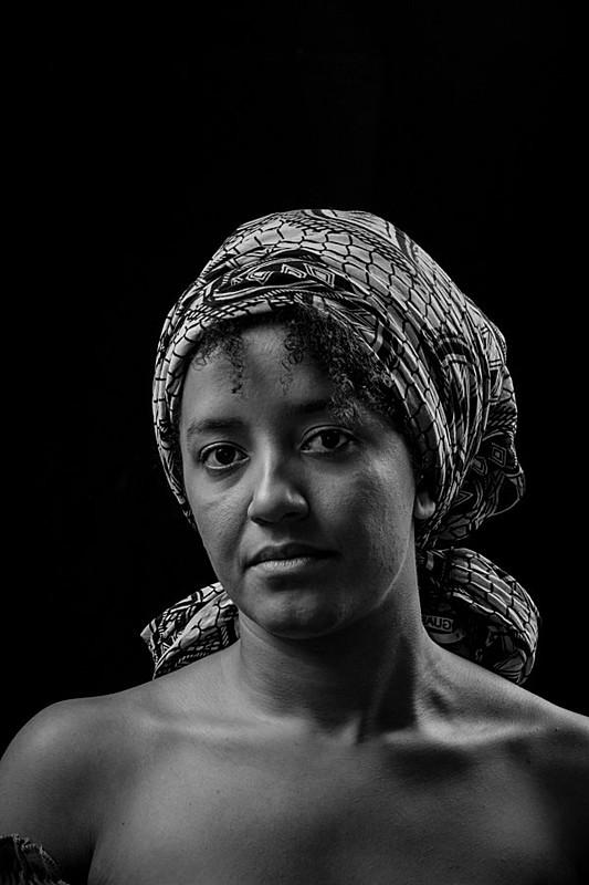 Na verdade essa é Lorena Lemos, que luta por uma educação de qualidade e pela emancipação das mulheres negras.