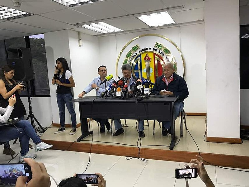 Ramos Allup, presidente de principal partido opositor, não descarta participação de militantes e dirigentes de forma independente