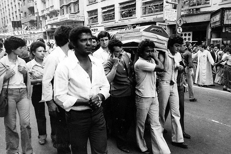 Cortejo fúnebre, em 31 de outubro de 1979, foi marcado por manifestações contra a ditadura