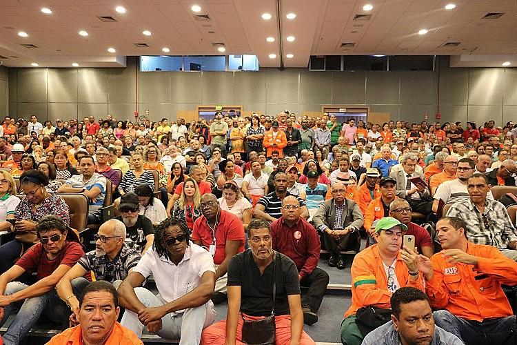 Ato em defesa da Petrobras na Assembleia Legislativa da Bahia em 24 de setembro.