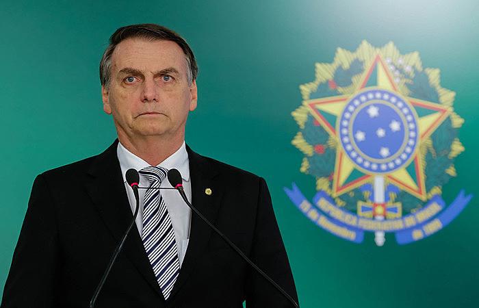 """Quando Bolsonaro diz """"eu não peço, eu mando"""", ele está apenas em seu momento Olavo de Carvalho, fazendo o papel de bobo da corte"""
