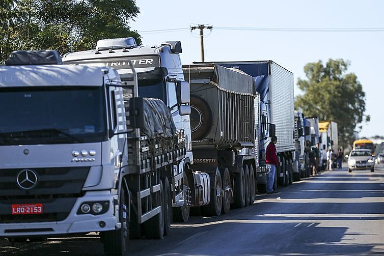 Manifestação de caminhoneiros no Rio de Janeiro por conta do preço do diesel