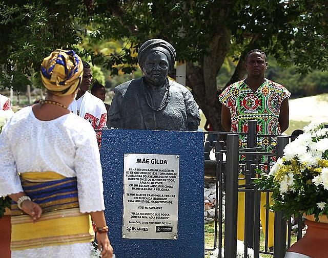 O busto de mãe Gilda, em Itapuã (BA).