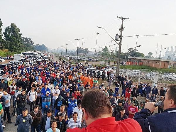 Dois protestos em memória do trabalhador mobilizaram petroleiros, petroquímicos e operários da montagem e manutenção industrial