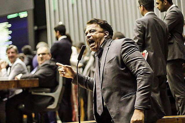 Wladimir Costa (SD-Bahia), fue uno de los diputados que votaron si al informe de la comisión del Congreso que pedia rechazar la denuncia