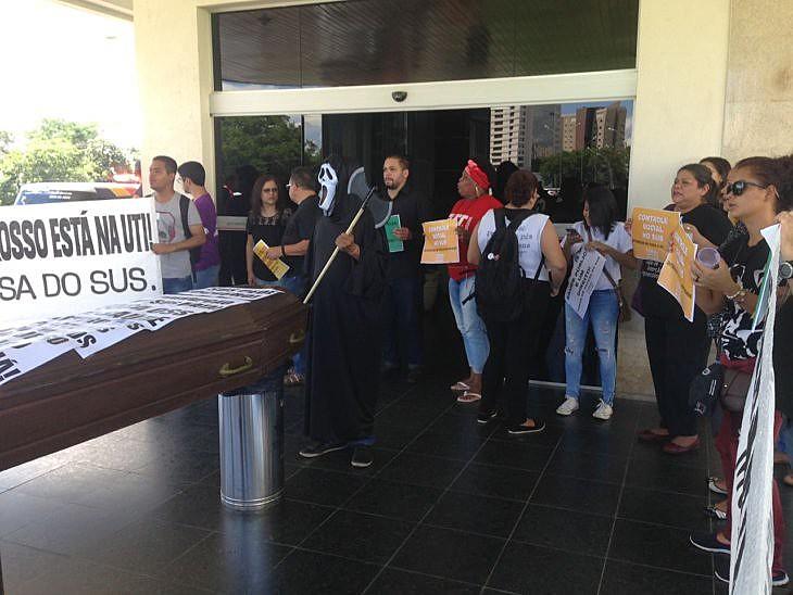 Manifestantes ocuparam Assembleia Legislativa em protesto contra má gestão