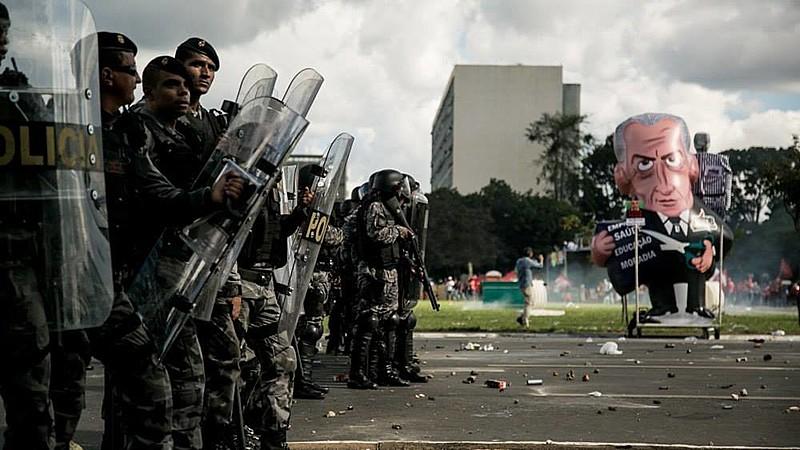 """""""Usar a polícia para cumprir ações políticas tem sido uma saída que varre o país de Norte a Sul, das questões agrárias às ações de saúde"""""""