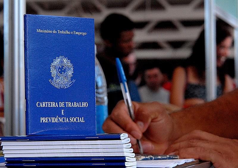 Nível de desemprego no Brasil chega a 12,4%