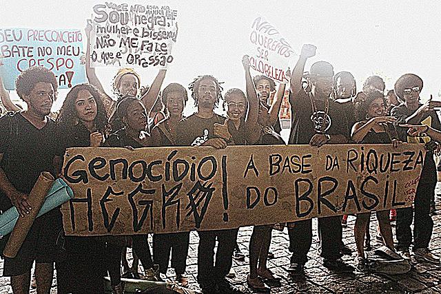 Militantes del movimiento negro protestan contra la violencia del Estado y el genocidio de la población negra
