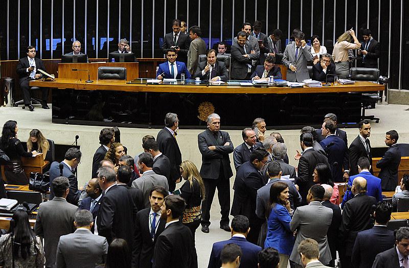 O ministro considera que houve fraude legislativa no ato de votar as oito emendas de mérito mascaradas de emendas de redação.