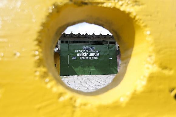 Portão principal do Complexo Penitenciário Anísio Jobim (Compaj), na capital amazonense, onde 56 detentos foram mortos em uma rebelião