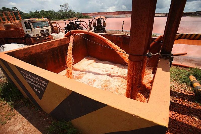 Instalações da mineradora Hydro Alunorte, acusada de ser responsável por um vazamento, em Barcarena