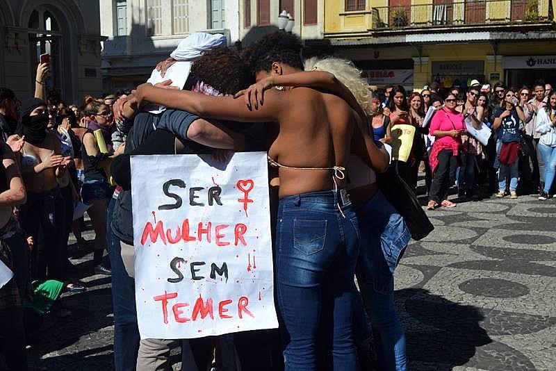 Dados do Ministério Público do Paraná, divulgados em março de 2016, registram um total de 109 denúncias de homicídio contra mulheres (consumados ou tentados) em um ano. A grande maioria deles revela uma motivação comum: o sentimento de posse em relação à mulher.