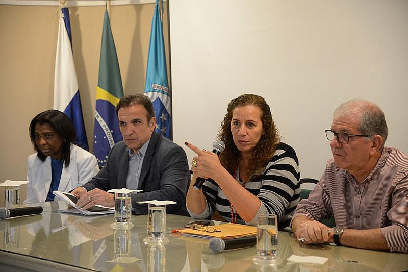 Os deputados Rosangela Gomes, Hugo Leal, Jandira Feghali e Chico D'Angelo falam sobre a situação dos hospitais federais no RJ